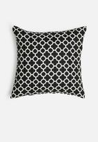 Grey Gardens - Clover cushion cover - black & white
