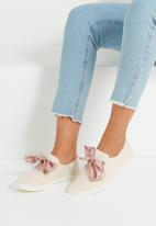 Cotton On - Indy bow plimsoll - nude