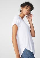Cotton On - Karly summer short sleeve v neck top - white
