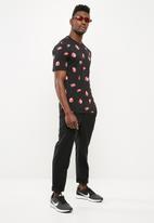 Nike - NSW tee  - black & red