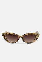 Rubi - Delilah cat eye sunglasses - milk tort