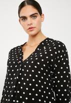 Superbalist - V-neck shirt - black & white