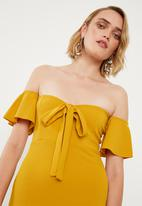 Missguided - Stretch crepe bardot cut out tie front - mustard