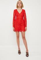 Missguided - Plunge frill layer skater - red