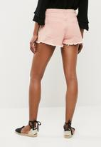 Missguided - High waisted extreme fray hem denim short - pink