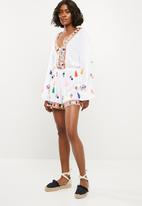 Missguided - Multi tassel mirror playsuit - white