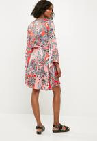 Missguided - Paisley satin flared sleeve skater - multi