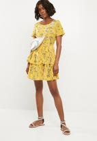 Missguided - Floral tiered mini dress - yellow