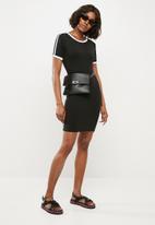 196dd4f2f6 Sports stripe bodycon T-shirt dress - black Missguided Casual ...