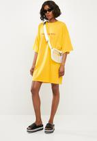 Missguided - Oversized short sleeve T-shirt dress - yellow