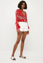 Missguided - Floral frill wrap front bodysuit - red