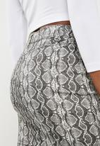 Missguided - Snake print super stretch skirt - grey