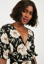 Missguided - Crepe floral wrap over mini dress - multi
