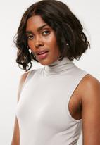 Missguided - Funnel neck sleeveless bodysuit - grey