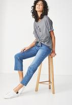 Cotton On - Knot front graphic tee - grey