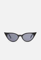 Superbalist - Iggy cat eye sunglasses - black