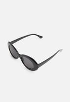 Superbalist - Olivia oversized oval sunglasses - black