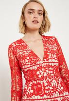Missguided - Lace plunge fishtail hem midi dress - red