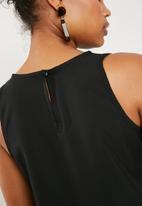 Superbalist - Woven scoop neck vest - black