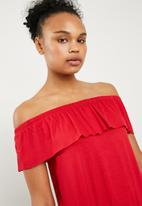 Superbalist - Off the shoulder knit top with frill - red