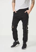 Cotton On - Slim fit ripped denim jogger - black