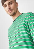 Cotton On - Tbar long sleeve tee - green & black