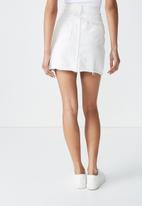 Cotton On - The re-made mini denim skirt - white