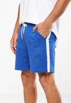Cotton On - Volley jogger short - blue & white