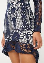 Missguided - Lace flippy bodycon - navy