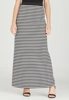 STYLE REPUBLIC - Basic Maxi Skirt Black and White