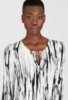 Kate Jordan - Smart Pleated Top Black and White