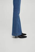 04ecfadef7 Flared Jeans Mid Blue MANGO Jeans