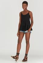 c(inch) - Tiered Cami Black