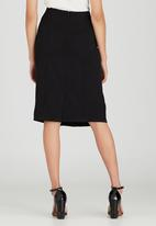 edit - Front Pleat Detailed Semi-fitted Skirt Black