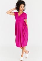 edit - Short Sleeve Drape Dress Magenta