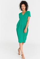 edit - Short Sleeve Drape Dress Green