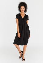 edit - Short Sleeve Drape Dress Black