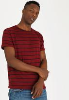 STYLE REPUBLIC - Sussex Basic T-shirt Maroon