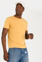 STYLE REPUBLIC - Sussex Basic T-shirt Yellow