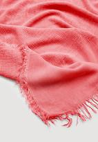MANGO - Frayed edge scarf - coral