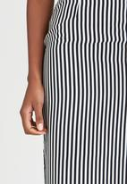 edit - Woven Pencil Skirt Black and White