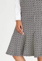 edit - Pencil Skirt Black and White