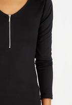 c(inch) - Zip Detail T-Shirt Black