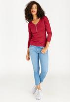 c(inch) - Zip Detail T-Shirt Dark Red