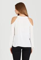 c(inch) - Cold Shoulder Blouse Off White