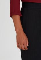 Suzanne Betro - Rib Pencil Skirt Black