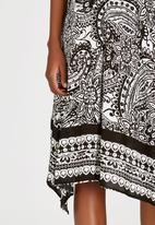 edit - Handkerchief Hem Skirt Black and White