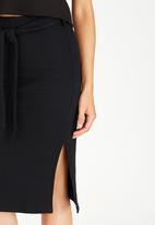 c(inch) - Self-tie Midi Skirt Black