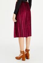 STYLE REPUBLIC - Pleated Velvet Skirt Dark Red