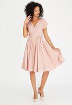 AMANDA LAIRD CHERRY - Mia Satin-like Belted Dress Pale Pink